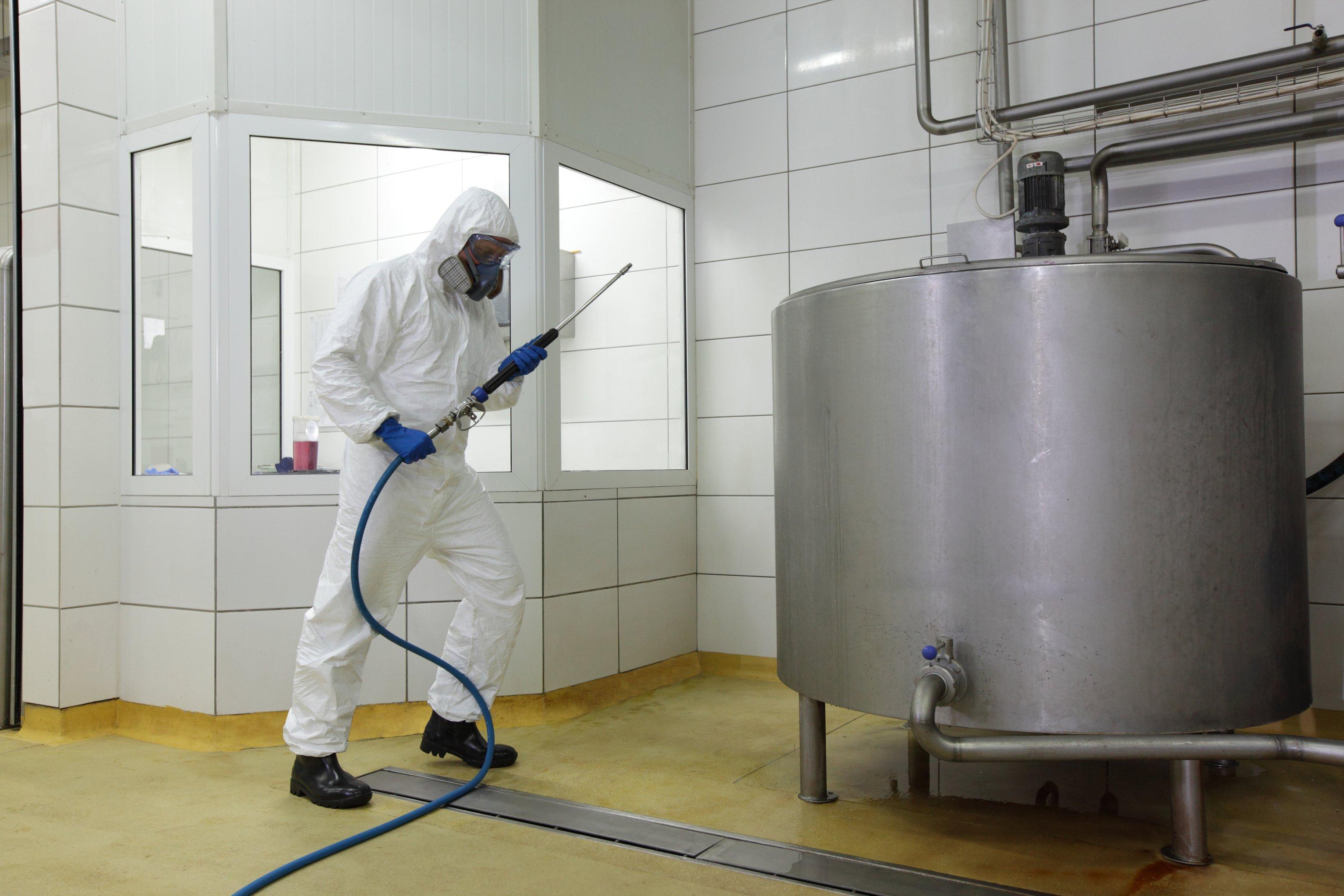 Stockfoto: Calvatis Reinigung und Desinfektion von Oberflächen - @ istock / endopack